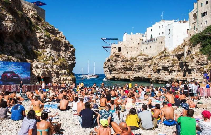 In 70.000 a Polignano a Mare per i campioni della Red Bull Cliff Diving World Series