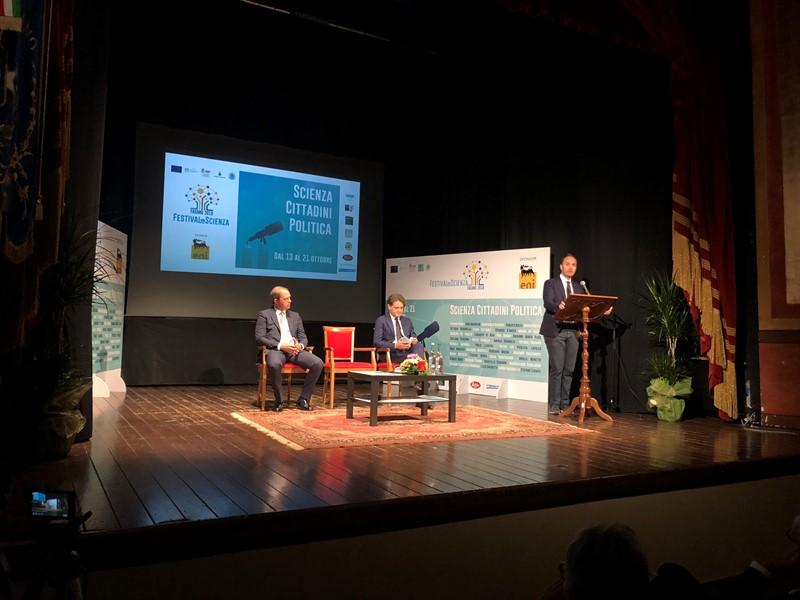 Fasano Capitale della scienza: inaugurato il festival che mette a confronto politica, cittadini e scienza