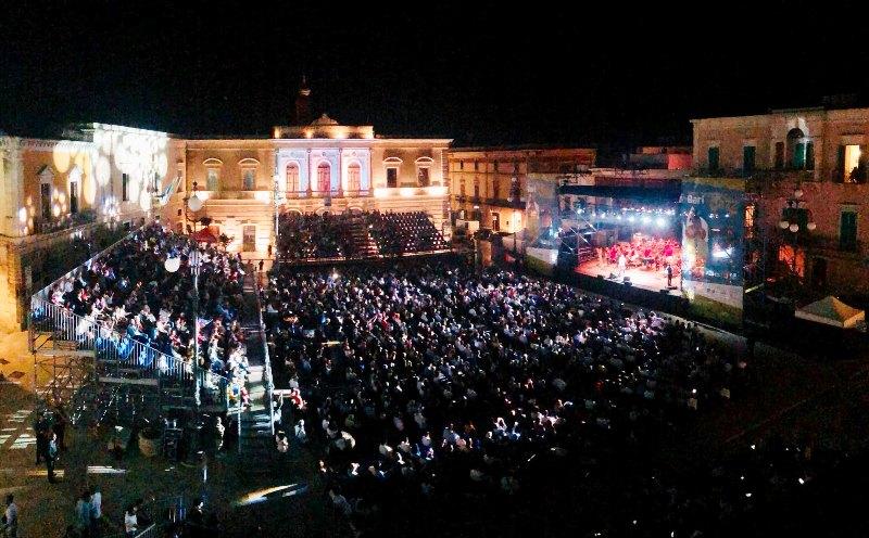 Festa della musica ieri a Fasano con il concerto di Francesco De Gregori in Piazza Ciaia