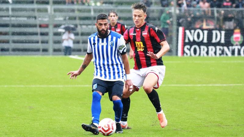 Il Fasano, sotto il diluvio di Sorrento si arrende ai rossoneri a cui basta un gol